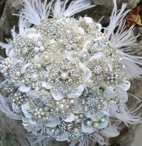 winter-wedding-bouquet-crystal-brooch