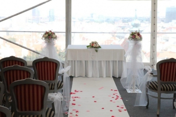 Prezerať album Romantická svadba v reštaurácii Hrad