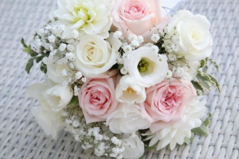 Svadobná kytica - bielo ružová