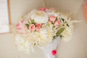 Svadobná kytica v jemných farbách