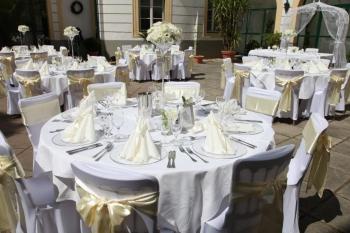 Výzdoba stolov  na nádvorí zámku